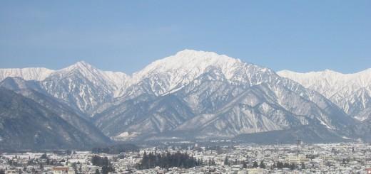 冬の大町市と北アルプス